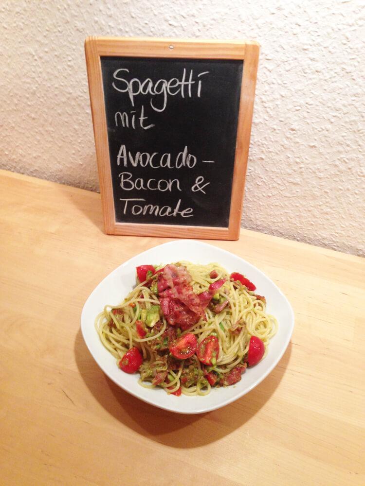 Spaghetti mit Avocado, Bacon & Tomaten