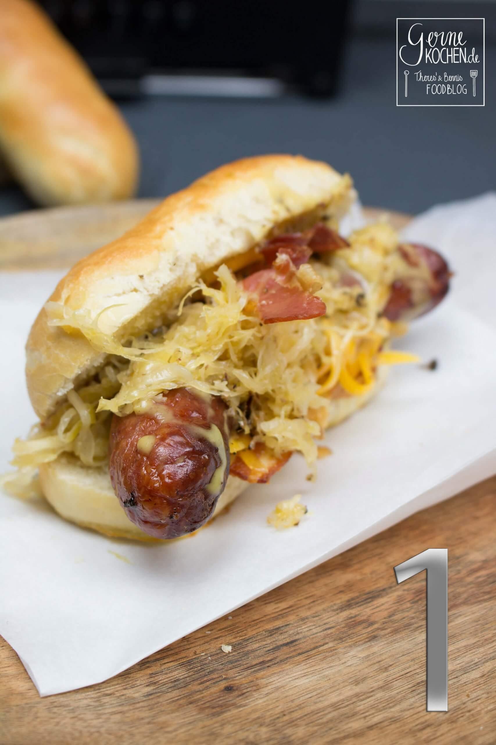Hot Dog mit karamellisiertem Sauerkraut – Der Wurster HOT DOG Adventskalender