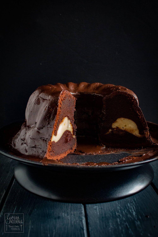 Rezept Schoko Gugelhupf Mit Cheesecake Fullung Gernekochen De