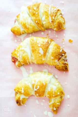Erdbeer-cheesecake-croissant