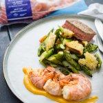 Surf & Turf mit Paprika-Aioli und Spargel-Brot-Salat