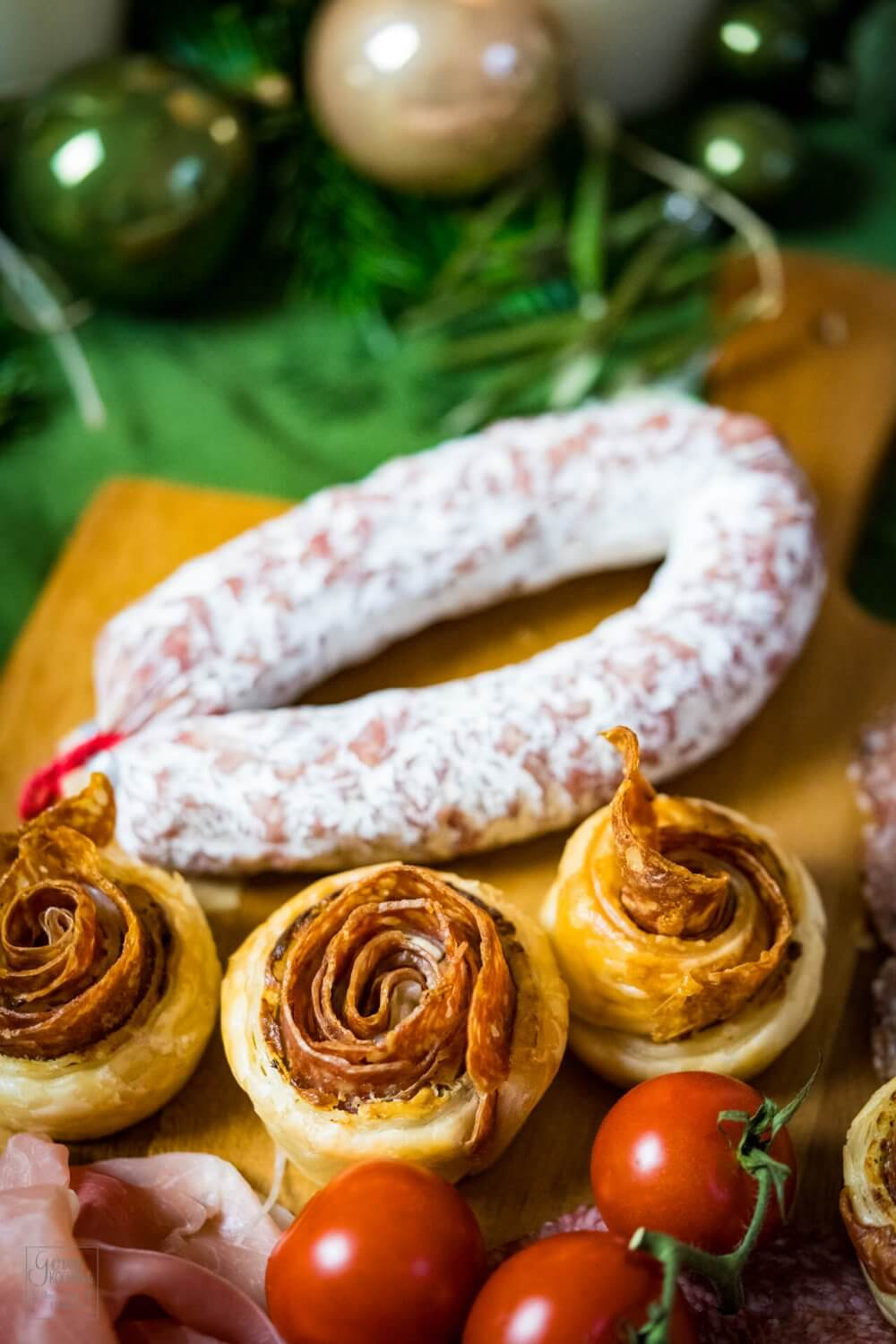 Salami-Blätterteigrosen – Fingerfood für den Adventsbrunch
