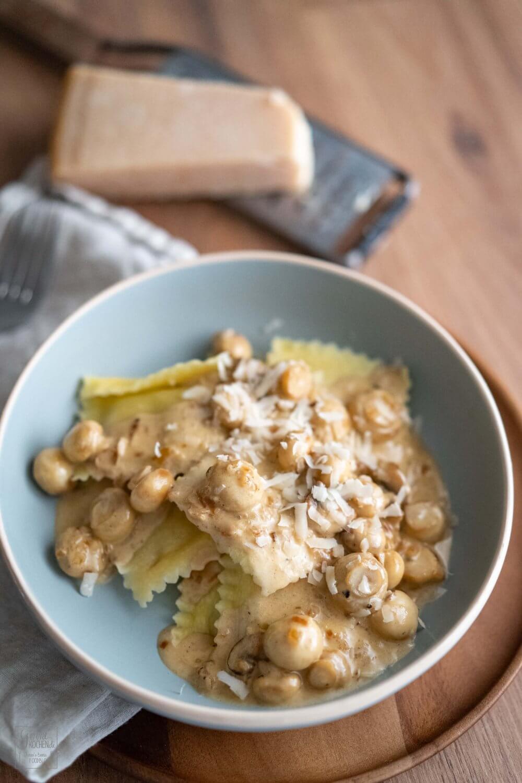 Pilzravioli mit Champignon-Parmesan-Sauce