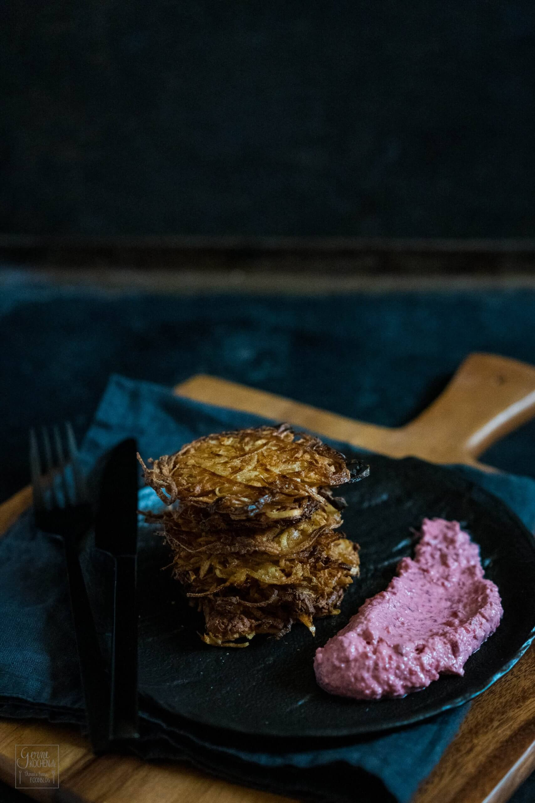 Pastinakenpuffer mit Rote-Bete-Meerrettich-Creme