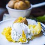 Kräuterquark mit Pellkartoffeln und pochiertem Ei