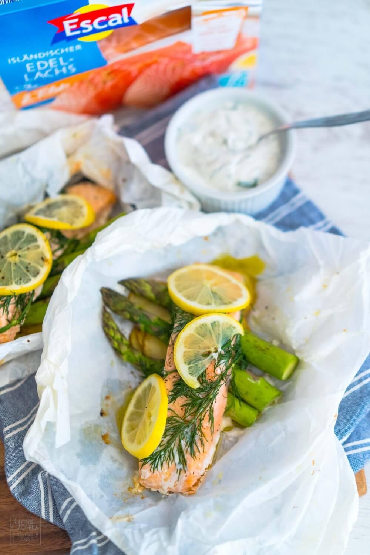 Lachspäckchen mit grünem Spargel – Escal Seafood