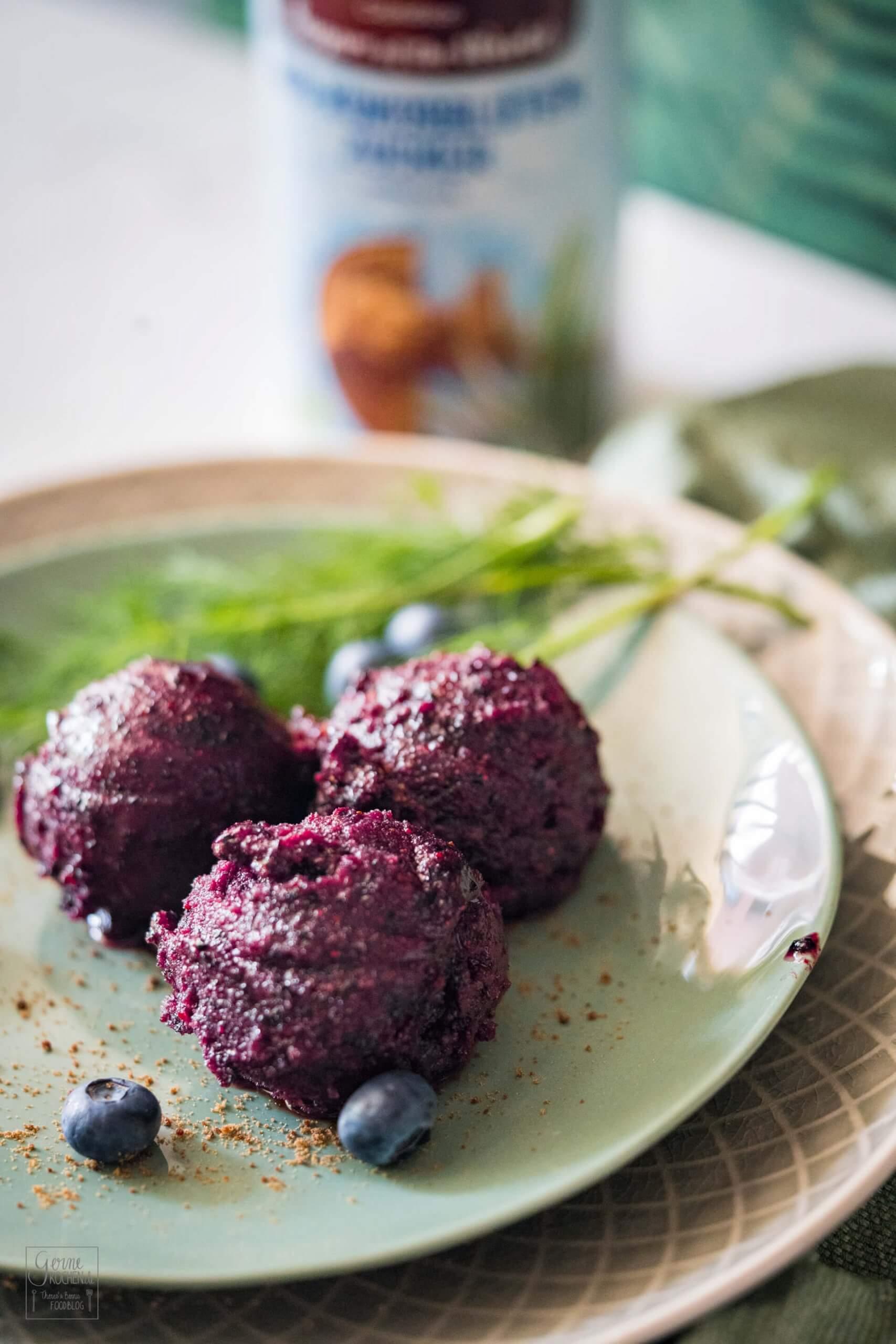 Blaubeer-Sorbet mit Kokosblütenzucker und Dill