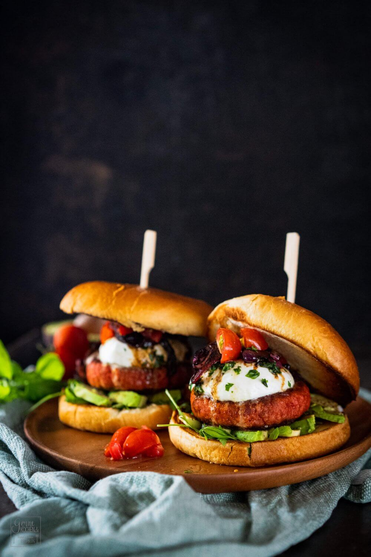 Caprese-Burger – Tomate, Basilikum und Büffelmozzarella