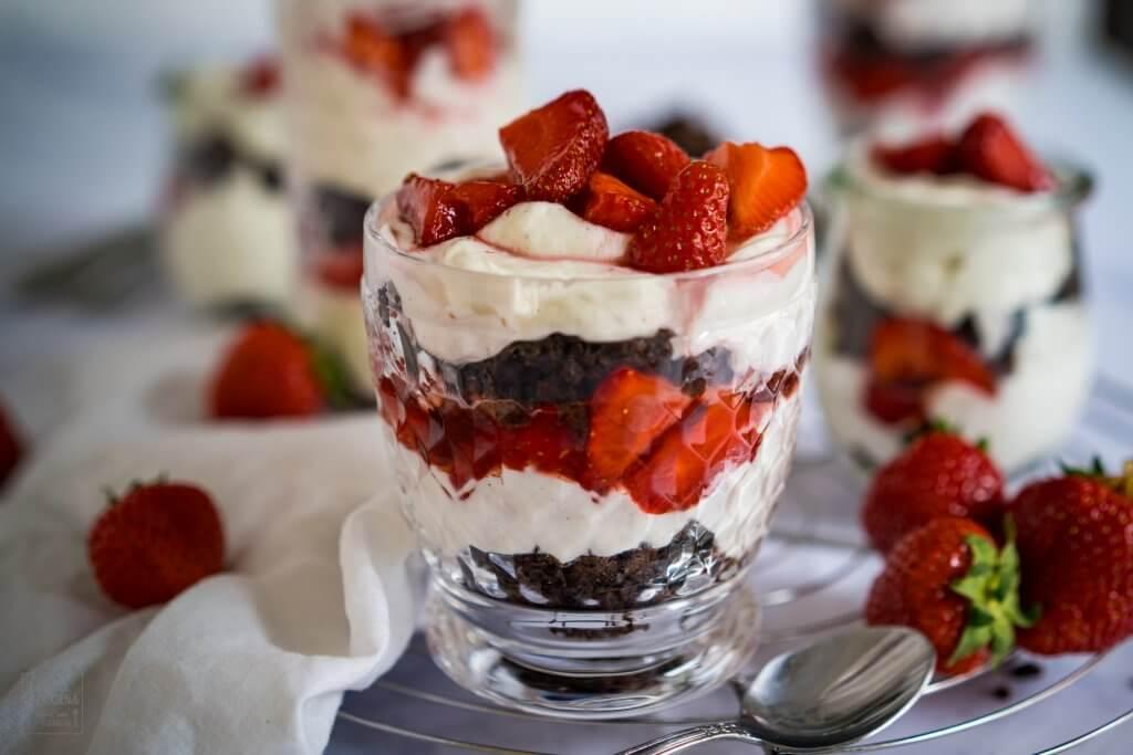 Erdbeer-Brownie-Tiramisu