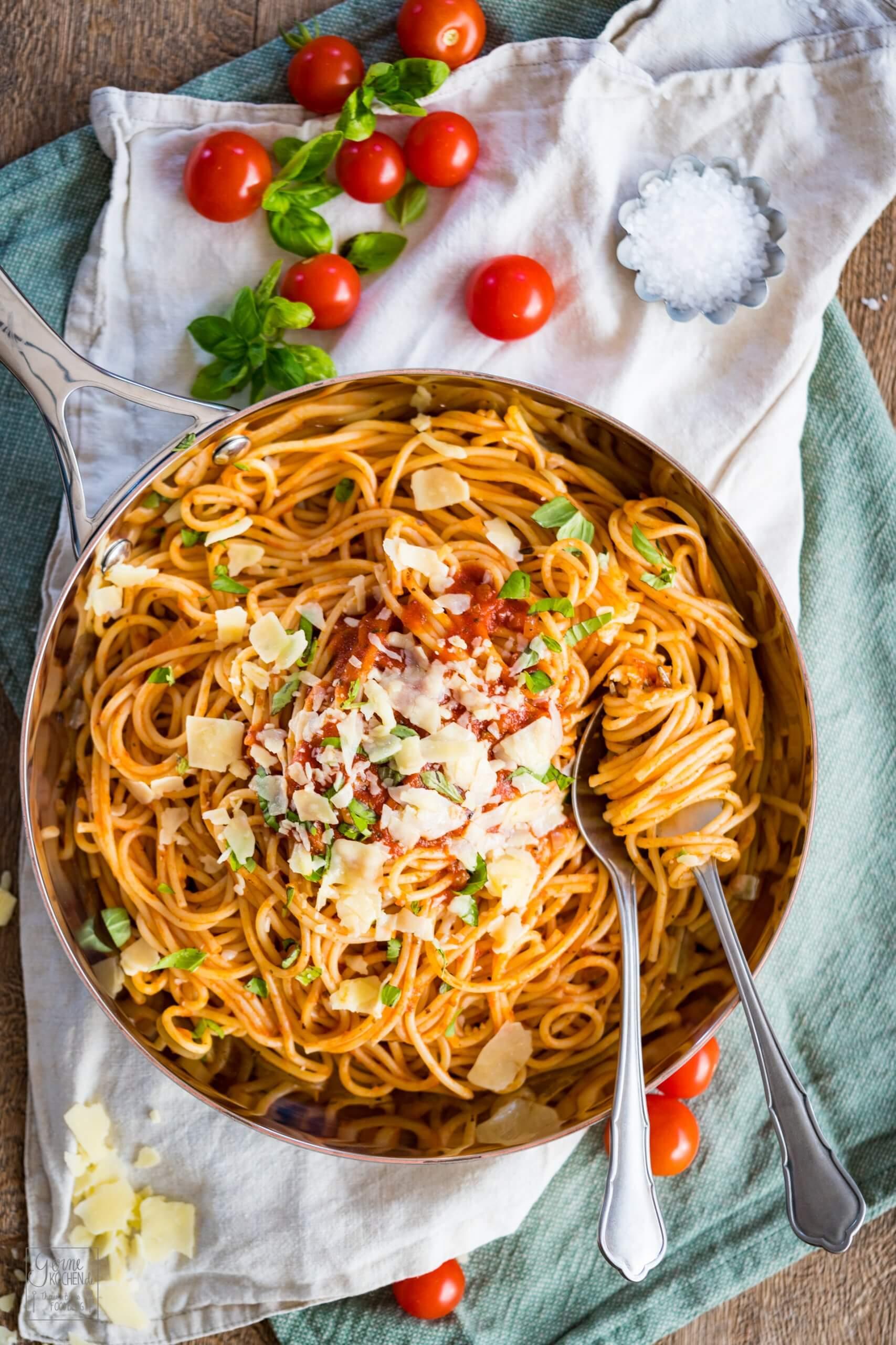 Spaghetti Napoli - Einfache Nudelsauce - Rezept von Gernekochen.de