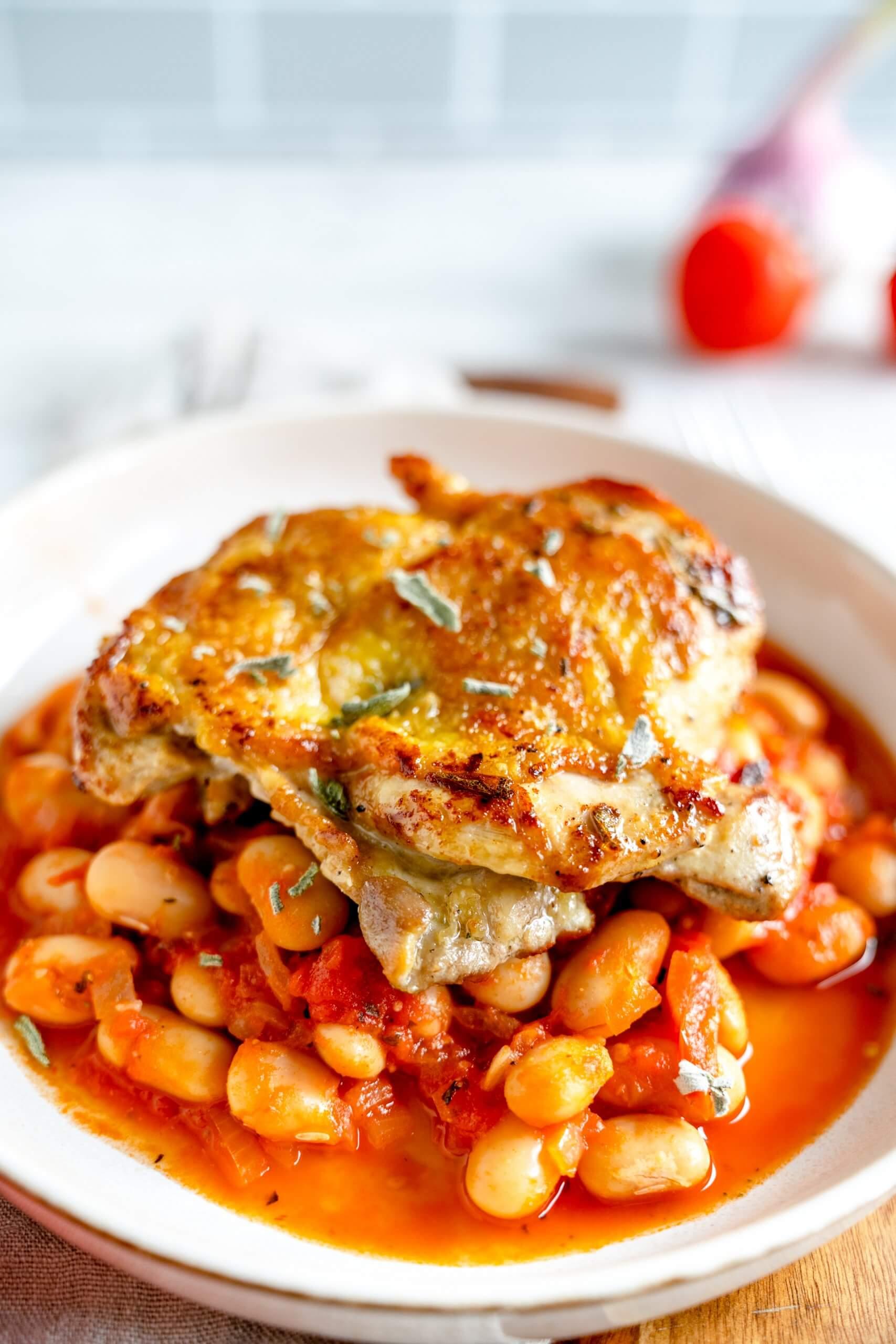 Salbeihähnchen mit Tomaten-Bohnen